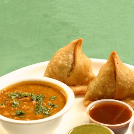2-Samosas-with-Chana-Masala
